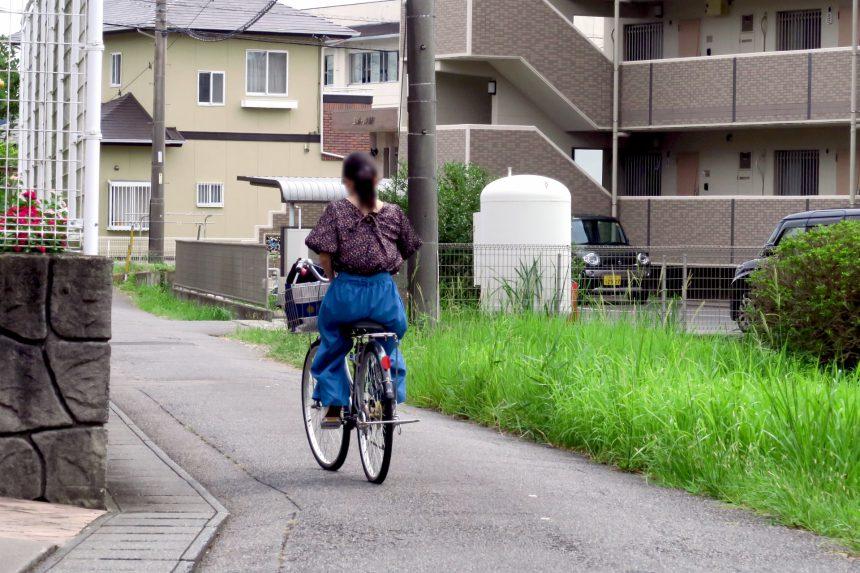 自転車で走行中