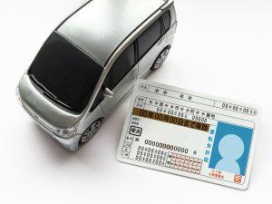 相手の車のナンバーと免許証